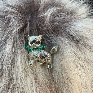 Vintage Puppy/Kitten brooch